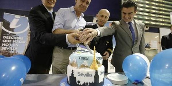 (05/06/2017) El aeropuerto de San Pablo bautiza el vuelo de Blue Air con Turín, que refuerza la posición del destino Sevilla en Italia