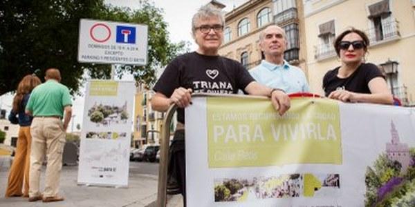 (28/05/2017) El Ayuntamiento instala  la señalización que limita  la circulación los domingos  en la calle Betis