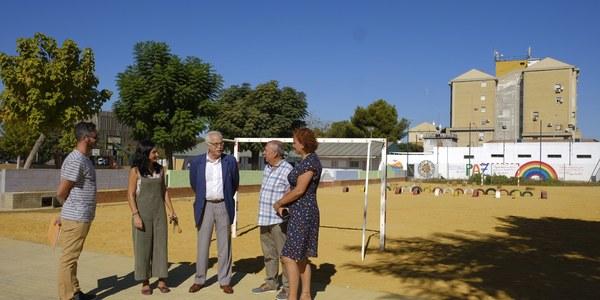 (02/10/2017) El Ayuntamiento reforma los patios de los colegios Paz y Amistad y Joaquín Turina dentro del plan de inversiones en centros del  Distrito Sur