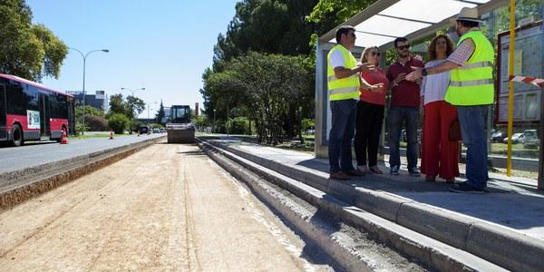 (03/07/2017) El Ayuntamiento inicia el proyecto  de asfaltado y reparación  de la Avenida Alcalde Luis  Uruñuela, en Sevilla Este