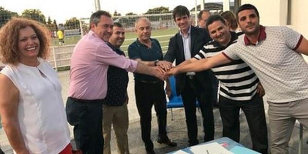 (10/06/2017) Ayuntamiento y CD Diablos Rojos firman el  contrato de concesión del Centro Deportivo Los  Caños de Torreblanca a partir del nuevo modelo  con fines sociales y ayudas a la explotación