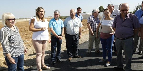(10/10/2017) El Ayuntamiento inicia las obras de pavimentación del Camino de los Rojas, en el barrio de Valdezorras, para mejorar el acceso a fincas rurales y viviendas diseminadas