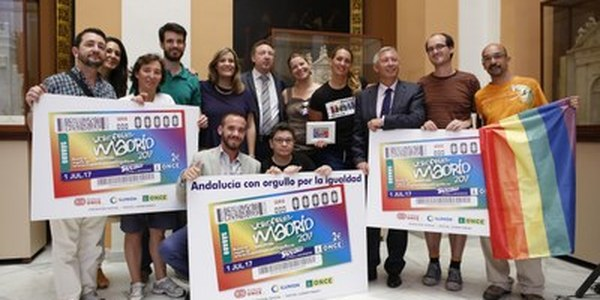 (14/6/2017)   La ONCE presenta en el Ayuntamiento de Sevilla el cupón que conmemora el Día del Orgullo