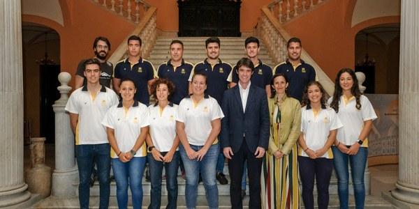 14 palistas universitarios representan a Sevilla en el Campeonato del Mundo de Dragon Boat