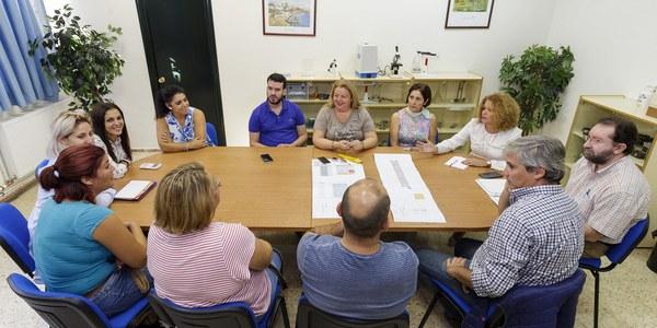 (17/10/2017) El Ayuntamiento licita las obras para el acceso al CEIP Carlos V de Torreblanca que facilitará la entrada de vecinos, comunidad educativa y vehículos de emergencia