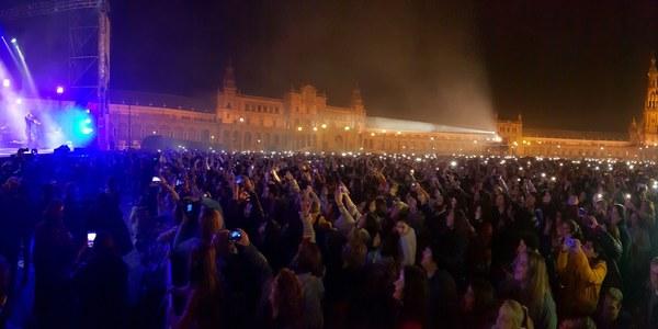 18.000 personas llenan la Plaza de España con motivo del concierto de Manuel Carrasco