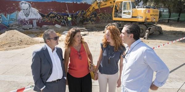 El Ayuntamiento inicia las obras de la primera pasarela peatonal que cumplirá la normativa de accesibilidad para conectar la calle Torneo y los bajos del Paseo Juan Carlos I junto al río
