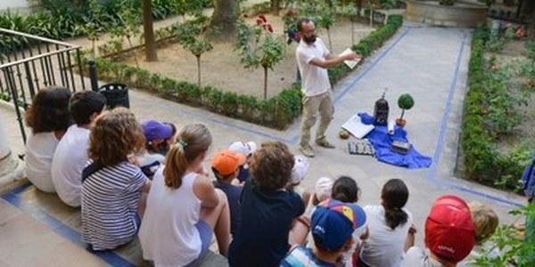 (22/06/2017) El Real Alcázar programa actividades educativas y de difusión histórica del monumento para las mañanas de julio, agosto y hasta el 8 de septiembre dirigidas al público infantil