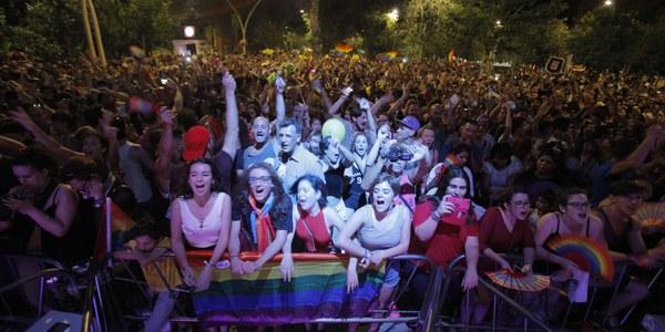 (24/06/2017) La Manifestación del Orgullo de Andalucía finaliza con un ambiente festivo y reivindicativo con los conciertos en la Alameda