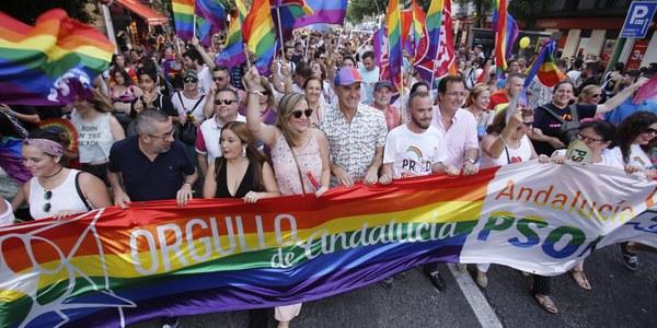 (24/06/2017) La manifestación del Orgullo de Andalucía partirá hoy a las 20.00 horas desde el Puente de los Bomberos y contará con 11 carrozas, música y batucada durante el recorrido
