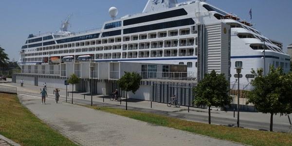 (24/07/2017) El crucero de lujo 'Sirena' atraca por primera vez en el Puerto de Sevilla con más de 1.000 personas a bordo