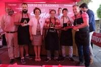 (24/07/2017) Entrega del premio a 'La caseta mejor decorada' con la delegada del Distrito Triana Carmen Castreño