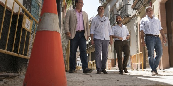 (24/8/2017) El Ayuntamiento inicia una nueva actuación en el Distrito Casco Antiguo con el comienzo de las obras de repavimentación y reordenación de la calle Amargura