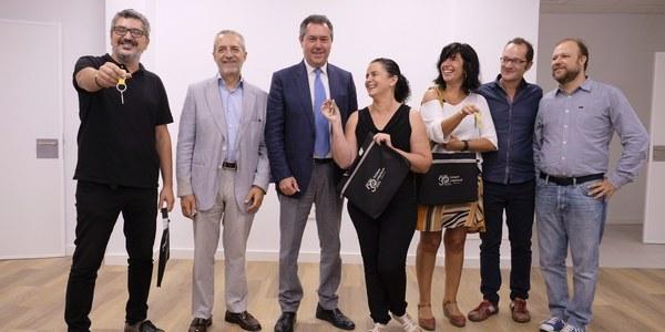 (25/09/2017) El Ayuntamiento entrega otros tres locales del Plan de Empleo en San Jerónimo y Sevilla Este a Acción contra el Hambre, una consultoría y un negocio de tintorería