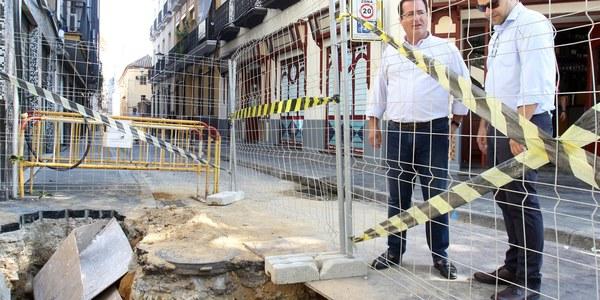 (23/09/2017) El Ayuntamiento inicia obras de reurbanización y renovación de  las redes de abastecimiento y saneamiento en la calle Cardenal Spínola, en el Distrito Casco Antiguo