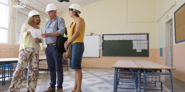 (25/8/2017) El Ayuntamiento sustituye las cubiertas del colegio Tierno Galván y convierte la antigua portería en una biblioteca en una obra que finalizará antes de que comience el curso escolar