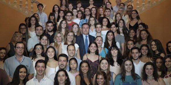 (31/07/2017) El Ayuntamiento concede a 88 jóvenes sendas becas de inmersión lingüística en Dublín y París