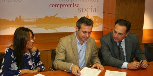 (4/10/2017) Caixabank hace entrega a Emvisesa de dos nuevas viviendas para fines sociales en el marco del acuerdo de colaboración suscrito por el alcalde con esta entidad financiera
