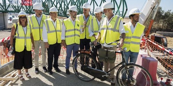 (4/9/2017) El Ayuntamiento ampliará la red municipal de carril bici hasta conectarla con la pasarela San Juan de Aznalfarache-Sevilla