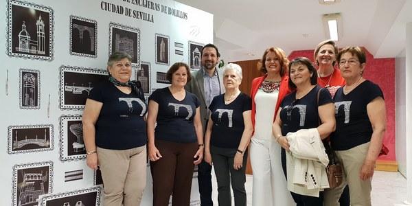 500 bolilleras y bolilleros de toda España se reúnen este sábado en el Encuentro Nacional de Encajeras de Bolillos de Sevilla