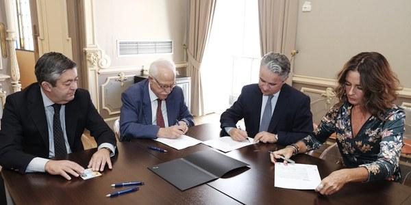 (6/10/2017) El Ayuntamiento firma el crédito de 18,9 millones de euros con el Banco Sabadell para realizar inversiones