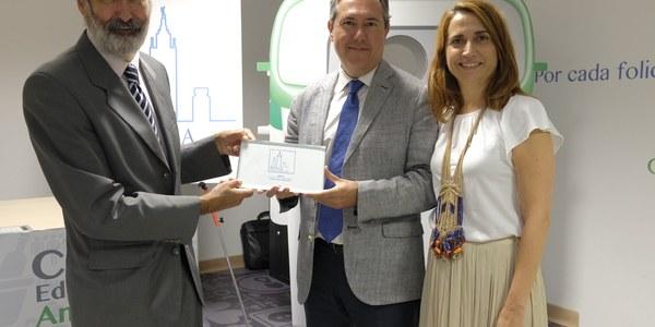 (6/9/2017) Sevilla recoge el premio como Capital del Vidrio por el compromiso y la apuesta por la recogida selectiva y la economía circular