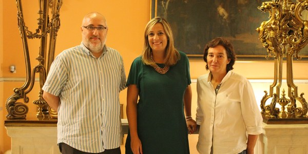 (7/9/2017) La delegada de Igualdad mantiene una reunión con la Plataforma Orgullo LGTBI Andalucía