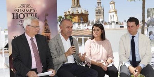 (08/06/2017) El Ayuntamiento unifica la oferta turística de verano en la agenda #SevillaSummerTime con las terrazas y jardines de los hoteles como uno de sus principales reclamos para atraer viajeros