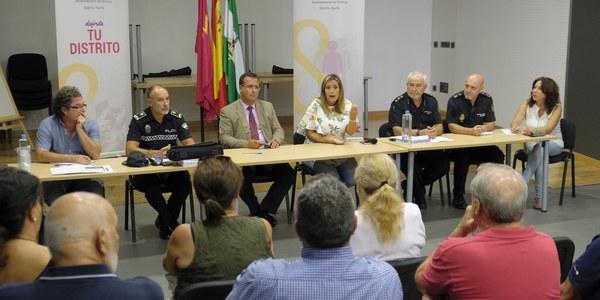 (8/9/2017) La Junta de Seguridad del  Distrito Norte acuerda reforzar  aún más la coordinación entre Policía Local y Policía Nacional para aumentar la seguridad  en Pino Montano