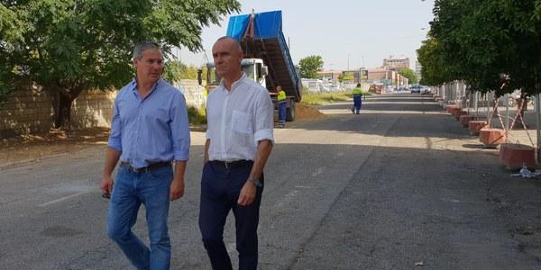 El Ayuntamiento inicia los trabajos de la reordenación de la Calle Tarfia, en el Distrito Bellavista-La Palmera