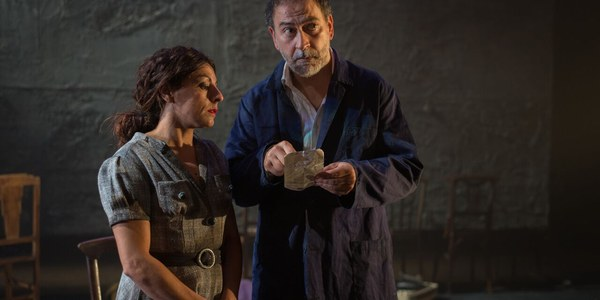 Cristina Medina y Santiago Melero dan vida a los personajes de '¡Ay, Carmela!' en el Teatro Lope de Vega