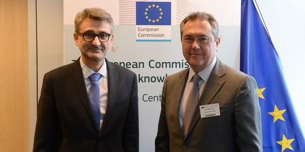 El alcalde firma el primer acuerdo con la Comisión Europea para que construya en Cartuja un nuevo centro de investigación en ciencia y tecnología