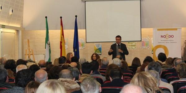 El alcalde garantiza a representantes de 40 entidades de Sevilla Este que el acuerdo alcanzado con Fomento y la Junta permite desbloquear el Metro tras años de parón y avanzar hacia una red completa