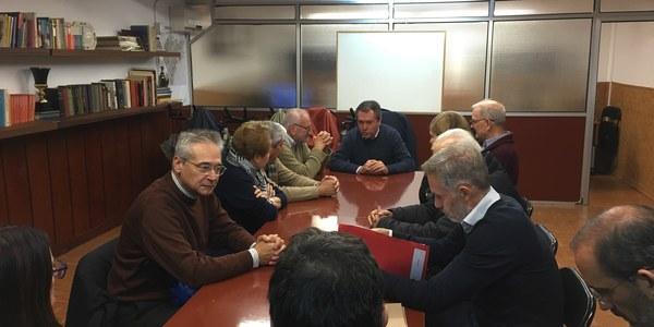 El alcalde informa a vecinos de Heliópolis de la inminente finalización de la tercera fase de la obra del colector de la Avenida de la Raza con una inversión de 2,4 millones y analiza nuevas mejoras en el viario y las conexiones del barrio