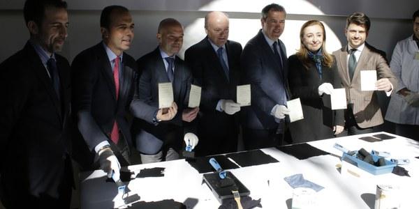 El alcalde Juan Espadas inaugura la actividad Pinta tu Murillo en el Museo de Bellas Artes