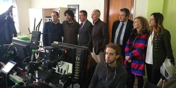 El alcalde visita el rodaje de la película 'Tu hijo' del director sevillano Miguel Ángel Vivas