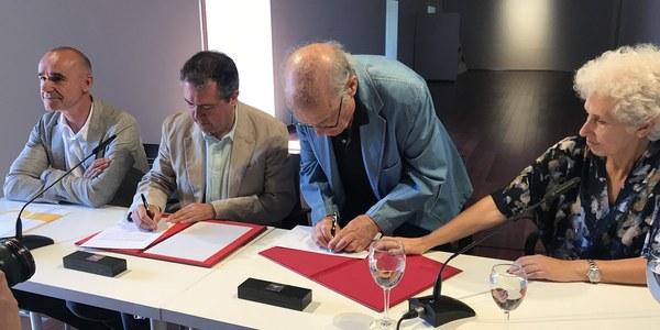 El alcalde y el pintor Luis Gordillo firman un acuerdo para que Sevilla cuente con una muestra permanente del artista en el convento de Santa Clara
