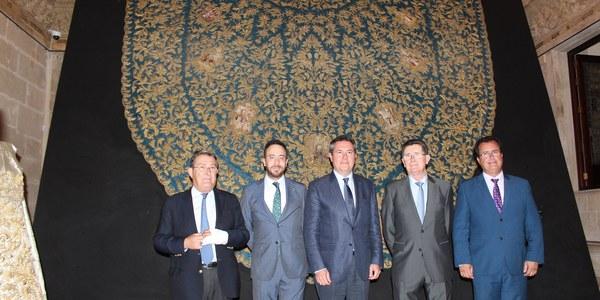 El Ayuntamiento acoge hasta el próximo 3 de junio la exposición 'Pasión según Sevilla' con la que se conmemoran las distintas efemérides que la hermandad celebra a lo largo de 2018