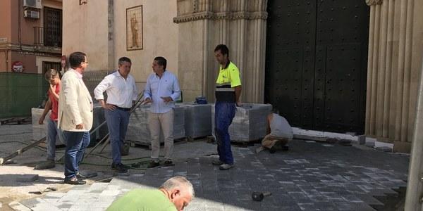 El Ayuntamiento acomete obras  para garantizar la accesibilidad en  la Plaza de San Román, que tendrá también por vez primera arbolado