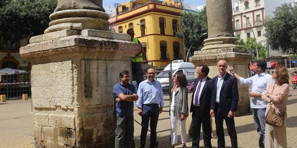 El Ayuntamiento acomete una primera fase de conservación de las Columnas de la Alameda de Hércules con el objetivo de realizar tareas de limpieza y un análisis del estado de estas esculturas
