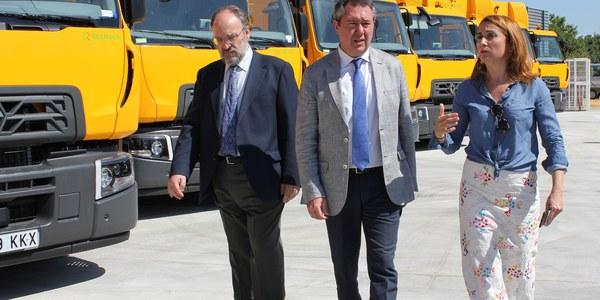 El Ayuntamiento adquiere 28 nuevos vehículos para Lipasam tras una inversión de 4 millones y licita nuevos proyectos por un importe de 6,2 millones de euros