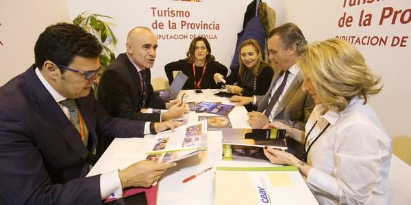 El Ayuntamiento amarra en  FITUR la cumbre internacional de aerolíneas 'low cost' que operan en el mercado asiático para impulsar la conectividad aérea de Sevilla