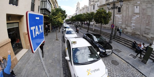 El Ayuntamiento autorizará a los taxis adaptados a circular todos los días sin descansos obligatorios y a realizar doble turno