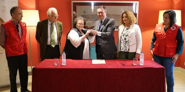 El Ayuntamiento cede dos inmuebles a Cruz Roja para desarrollar proyectos sociales  en el barrio de Torreblanca