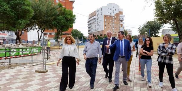 El Ayuntamiento concluye las obras de accesibilidad y la renovación de zonas deportivas en el CEIP Isbilya de Sevilla Este