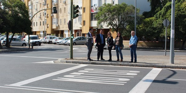 El Ayuntamiento culmina la renovación de las tres cuartas partes de las señales horizontales del Distrito Cerro-Amate tras 117.400 euros de inversión y en la que es la primera fase de una actuación masiva en las calles de sus barriadas
