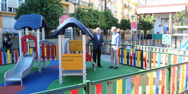 El Ayuntamiento culmina las obras de ampliación del parque infantil de la calle Fray Serafín de Ausejo, en el Distrito Cerro-Amate