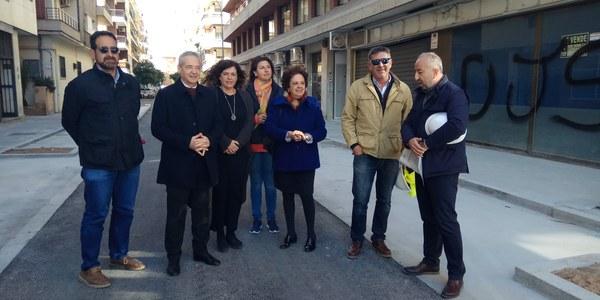 El Ayuntamiento culmina las obras de sustitución de redes y de reurbanización en la calle Virgen de Regla entre Montecarmelo y Juan Sebastián Elcano, en el Distrito Los Remedios