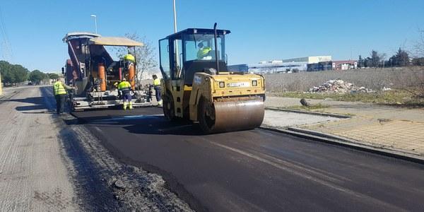 El Ayuntamiento culmina obras de pavimentación en el parque empresarial La Negrilla en su estrategia de mejorar e impulsar su actividad económica y laboral