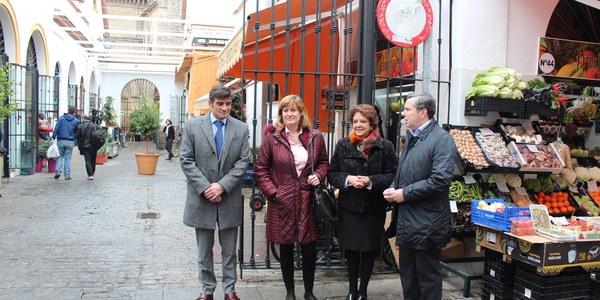 El Ayuntamiento culmina tres inversiones en los mercados de abastos de Feria y Arenal cofinanciadas con fondos europeos para instalar toldos  y mejorar la climatización